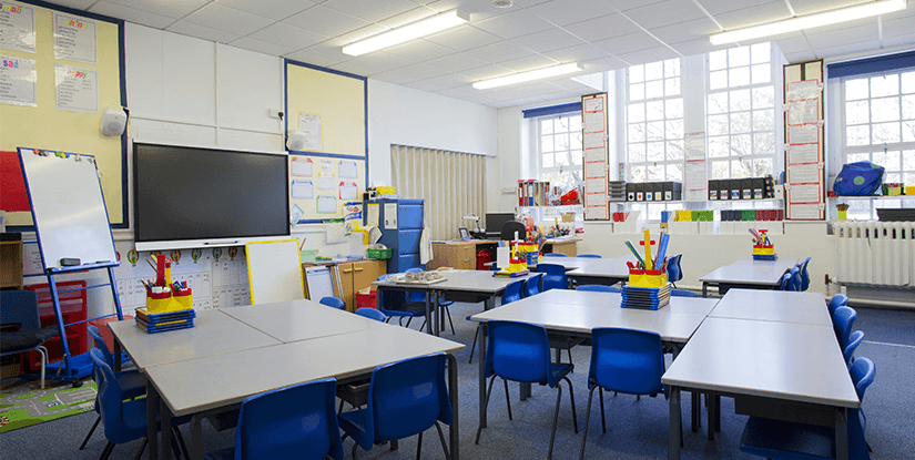 10 Idees Pour Une Classe Bien Rangee Amenagement Des Espaces Educatifs Classe De Demain